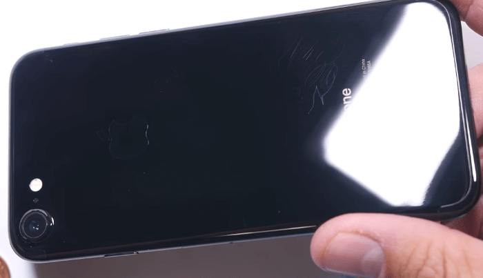 jet-black-iphone7-scratch-test-3