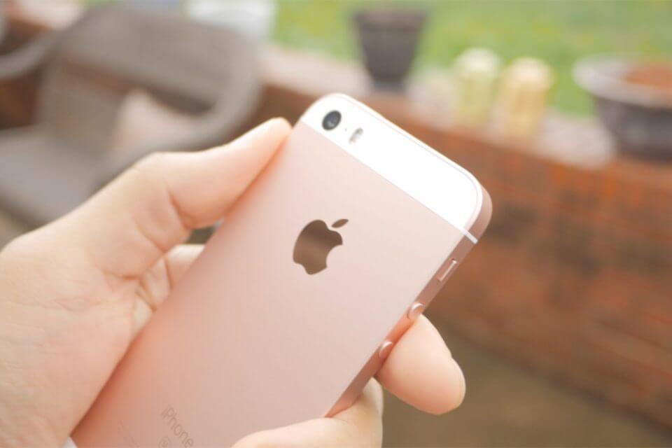 iPhone SE 2 外殼流出,背蓋採用玻璃材質將支援無線充電?