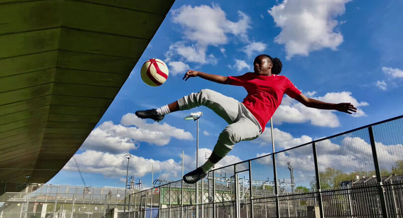 慶祝世足賽開打,蘋果推出以足球為主題的iPhone X攝影教學影片