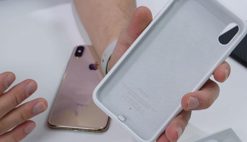 iPhone XS / XR 電池保護殼開箱評測報告:醜又重、充電很厲害又方便