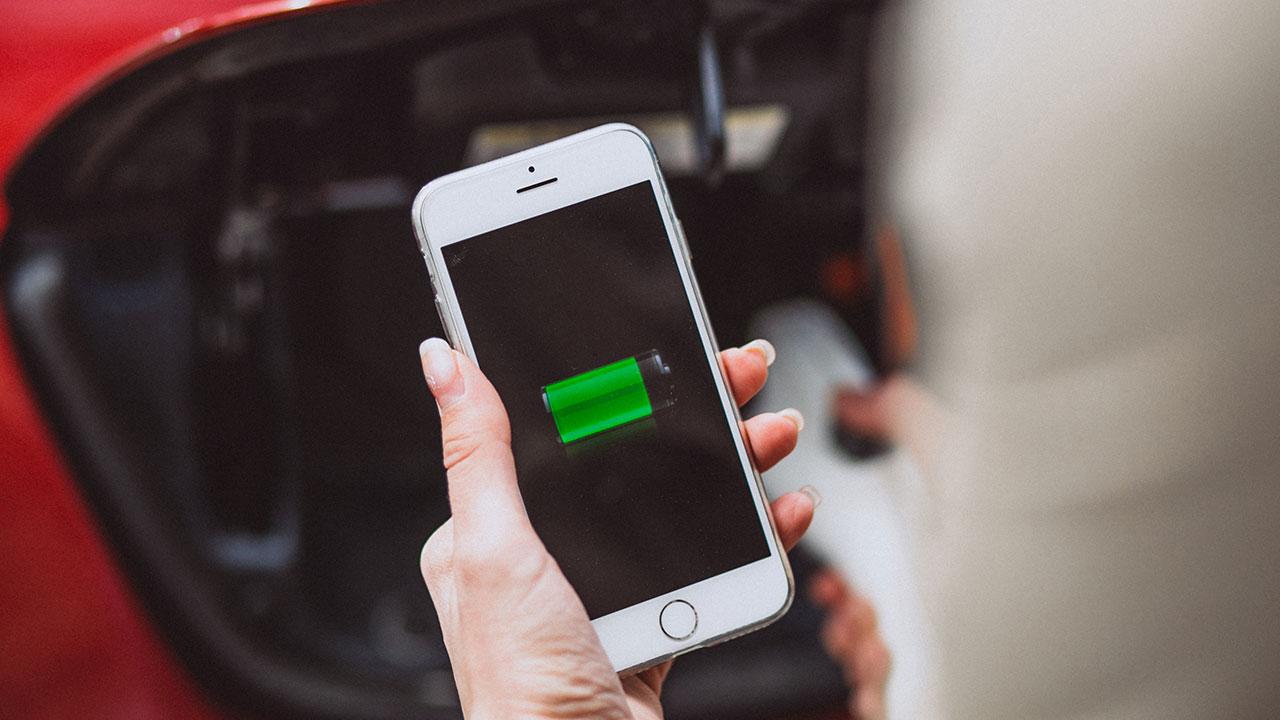 iPhone電池健康度怎麼檢查?何時該換電池、邊睡邊充電會不會有問題