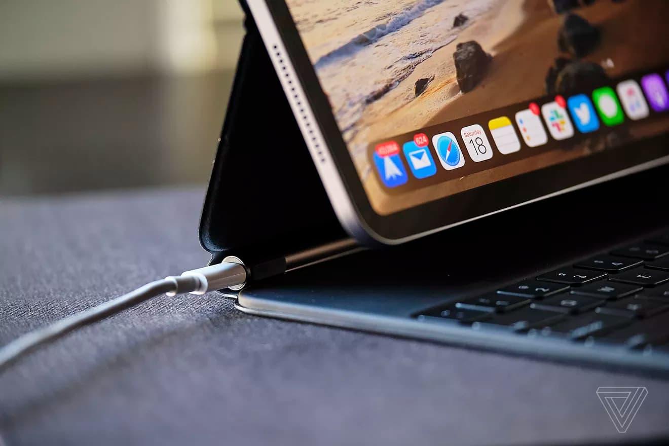 國外替iPad Pro 巧控鍵盤開箱總結:很重、又貴、值得入手