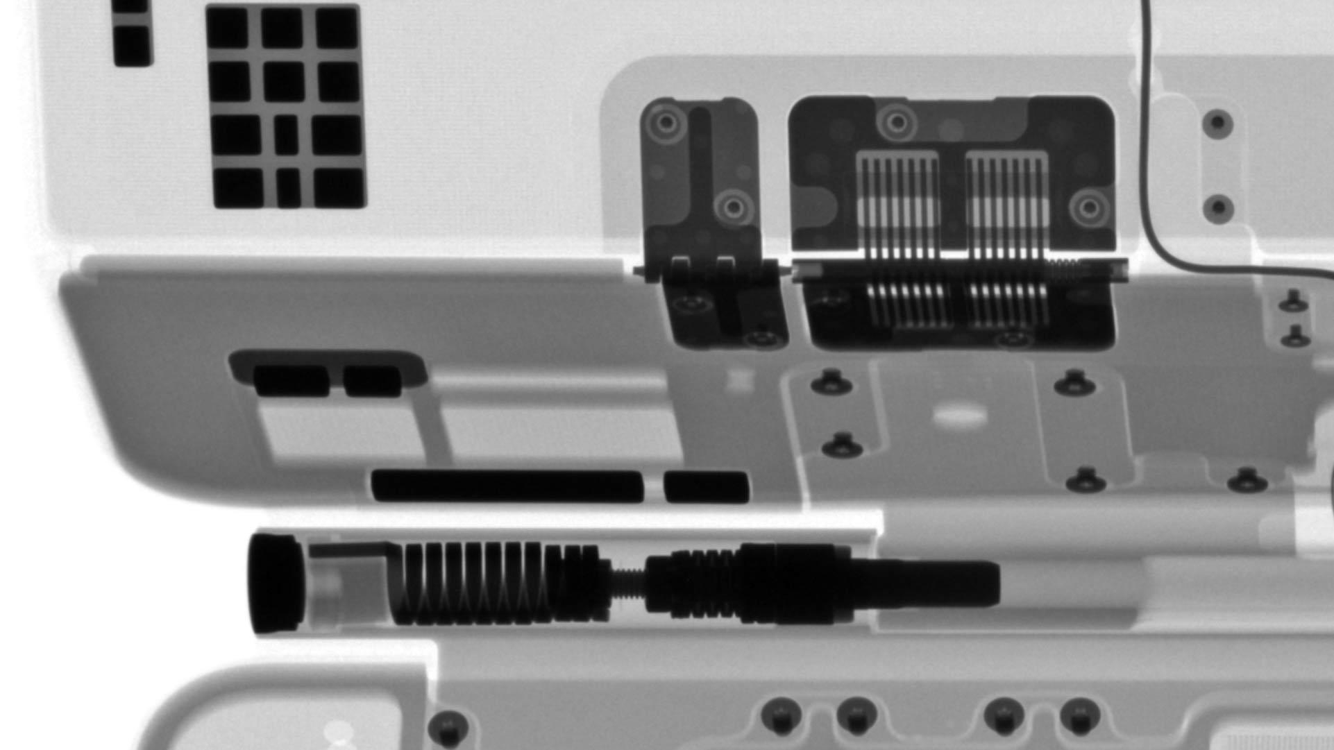iPad Pro巧控鍵盤X光照片轉軸