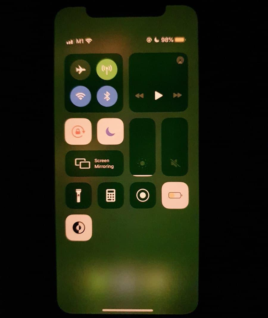 iPhone 11螢幕綠屛