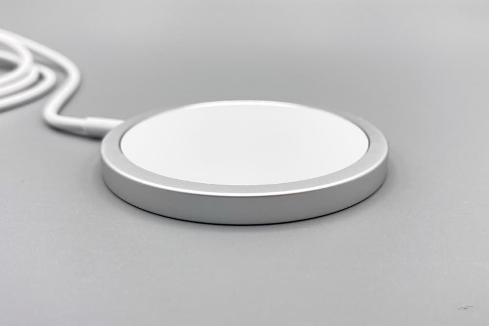 蘋果 MagSafe 充電器和保護殼開箱3