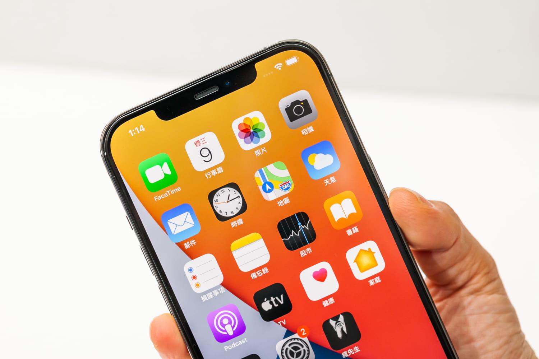 iPhone 12 貼完 hoda 保護貼效果7