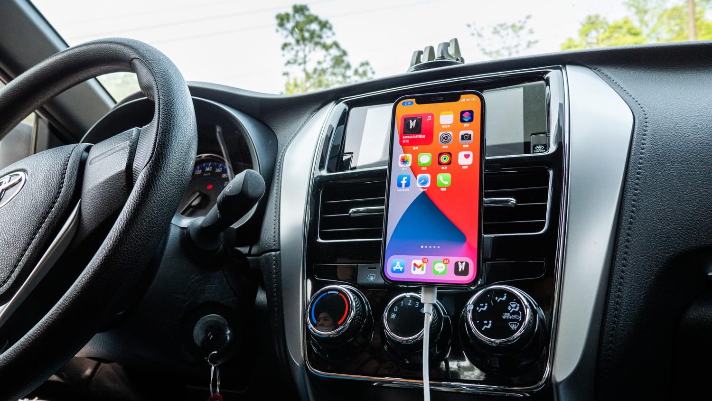 MagSafe車架、車充怎麼選?替iPhone 12選購穩定車載支架推薦