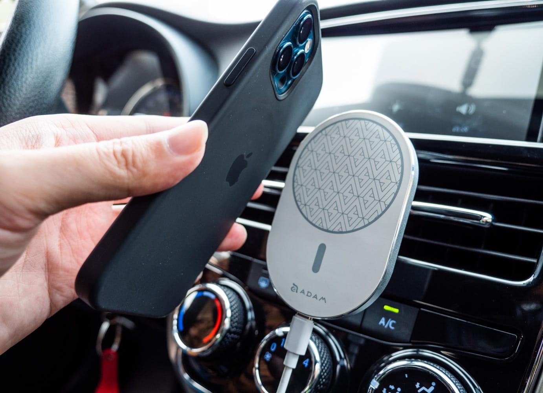 亞果 OMNIA C2 車用磁吸快充分享8
