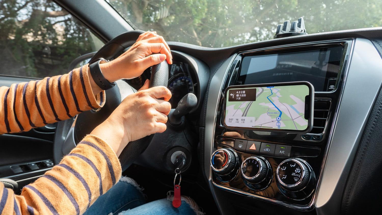 亞果 OMNIA C2 車用磁吸快充分享10
