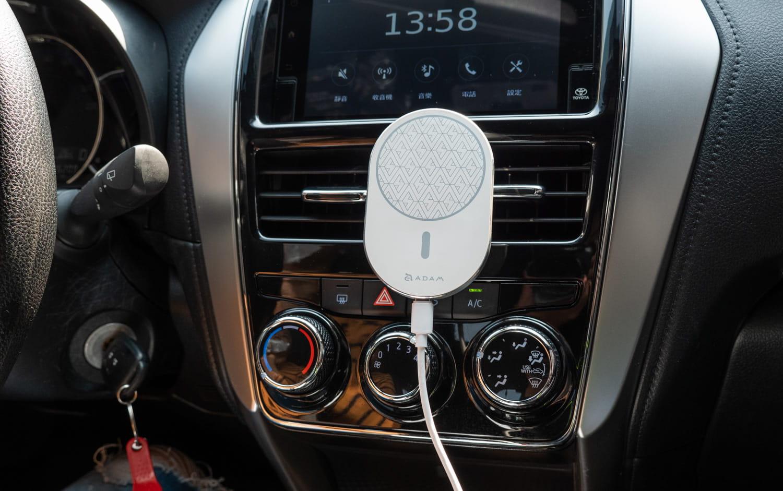 亞果 OMNIA C2 車用磁吸快充分享5