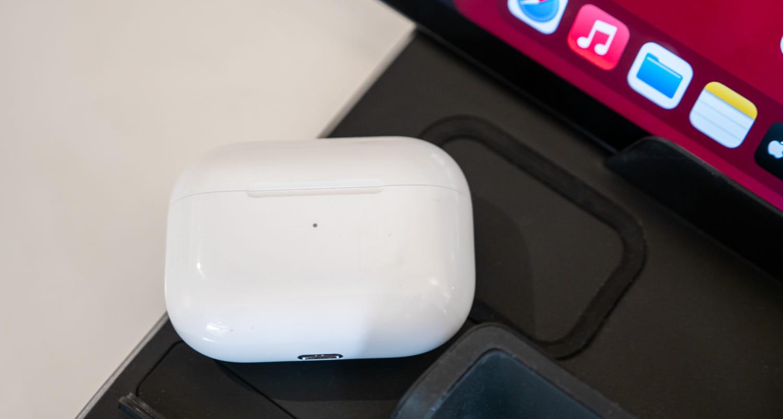 支援 AirPods 、無線耳機充電